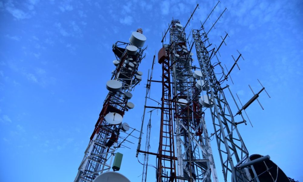 antenna-cell-tower-cellphone-masts-270286